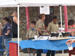 Boyscouts serving up pan cobbler at Farmers Market